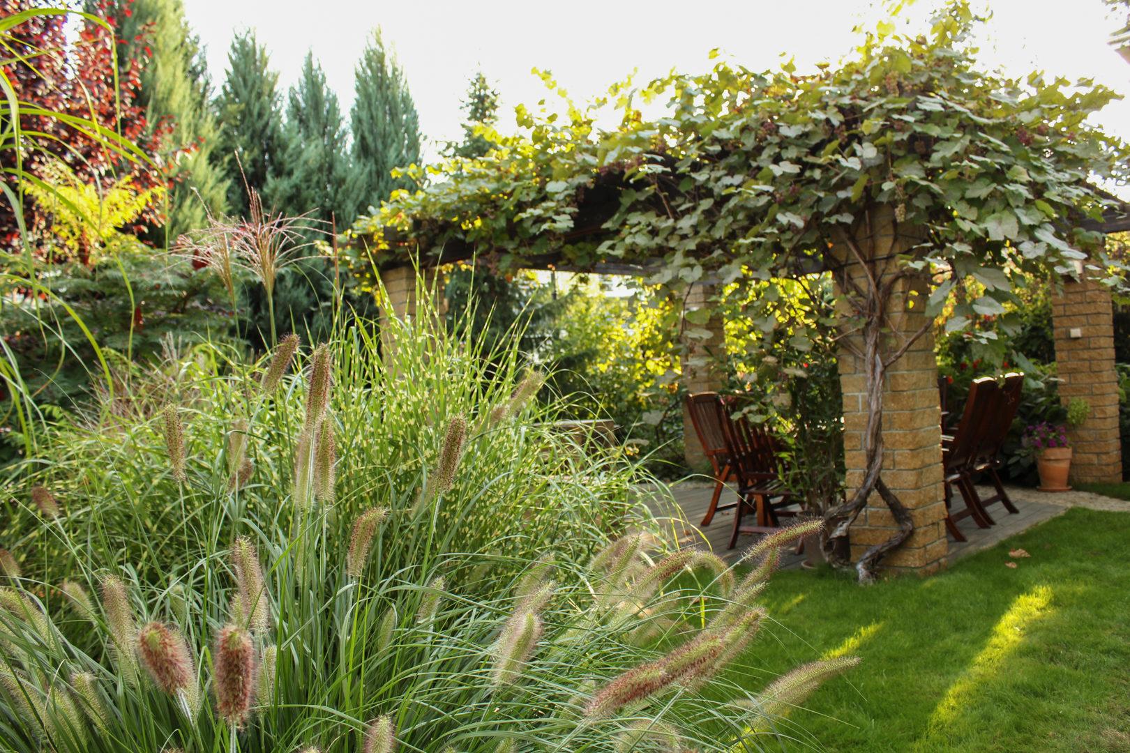 Podmiejski ogród w stylu klasycznym.