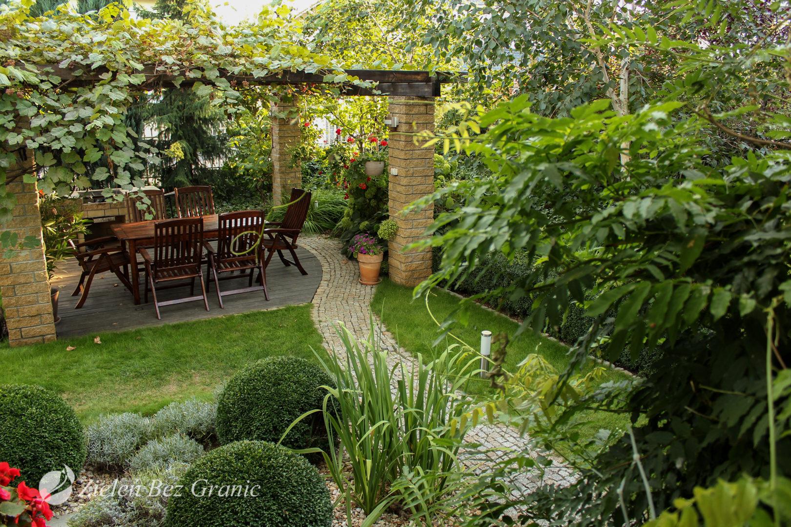 Aranżacja ogrodu będącego oazą zieleni.