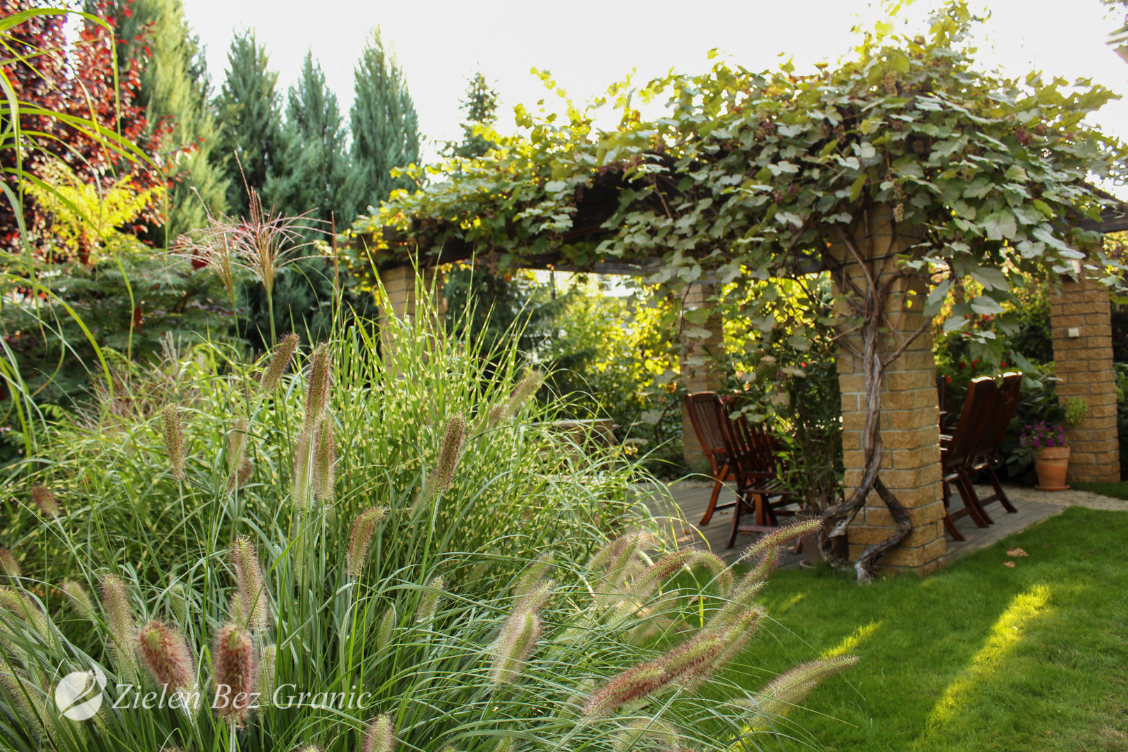 Realizacja ogrodu podmiejskiego w stylu klasycznym.