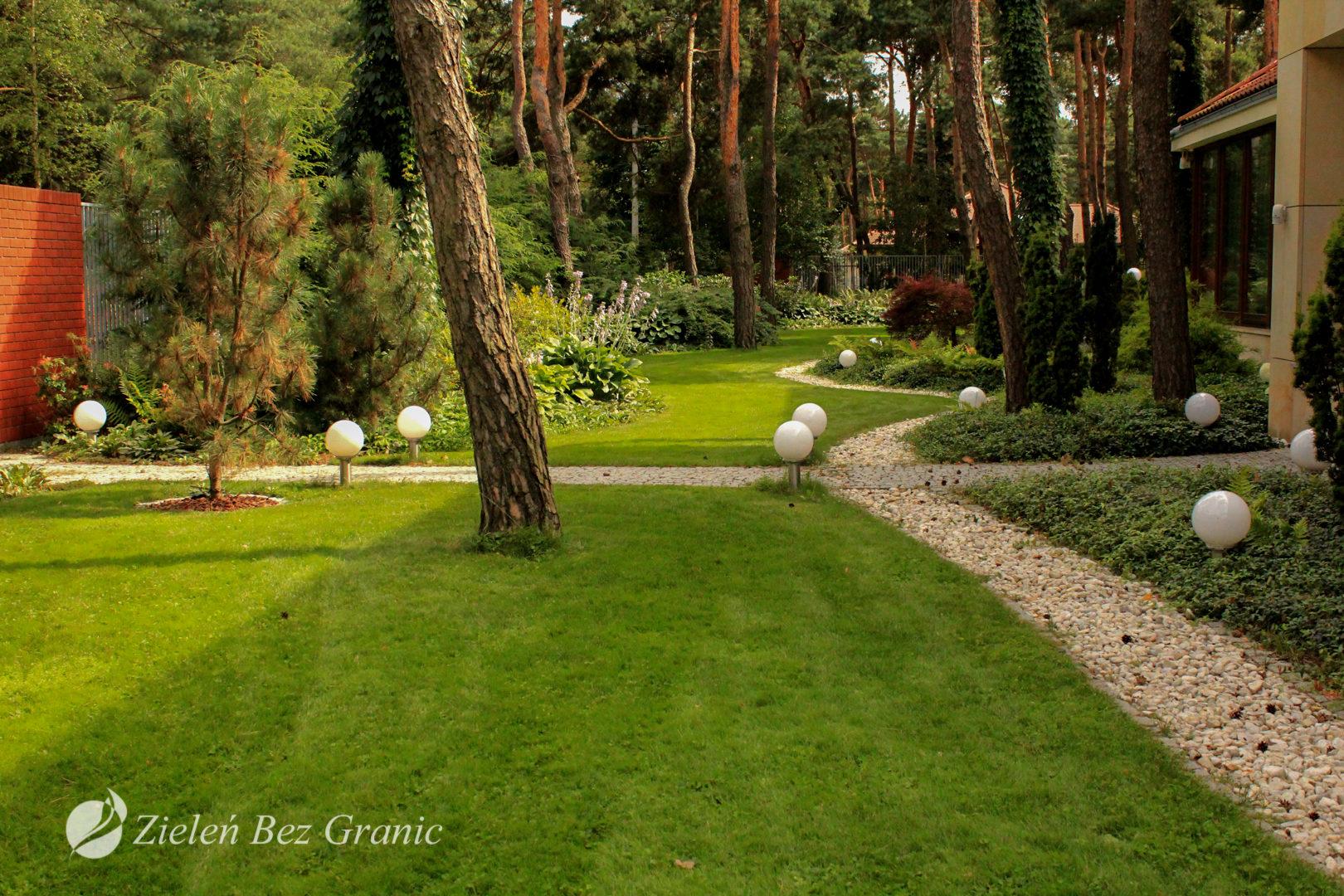 Klimatyczne oświetlenie ogrodu.