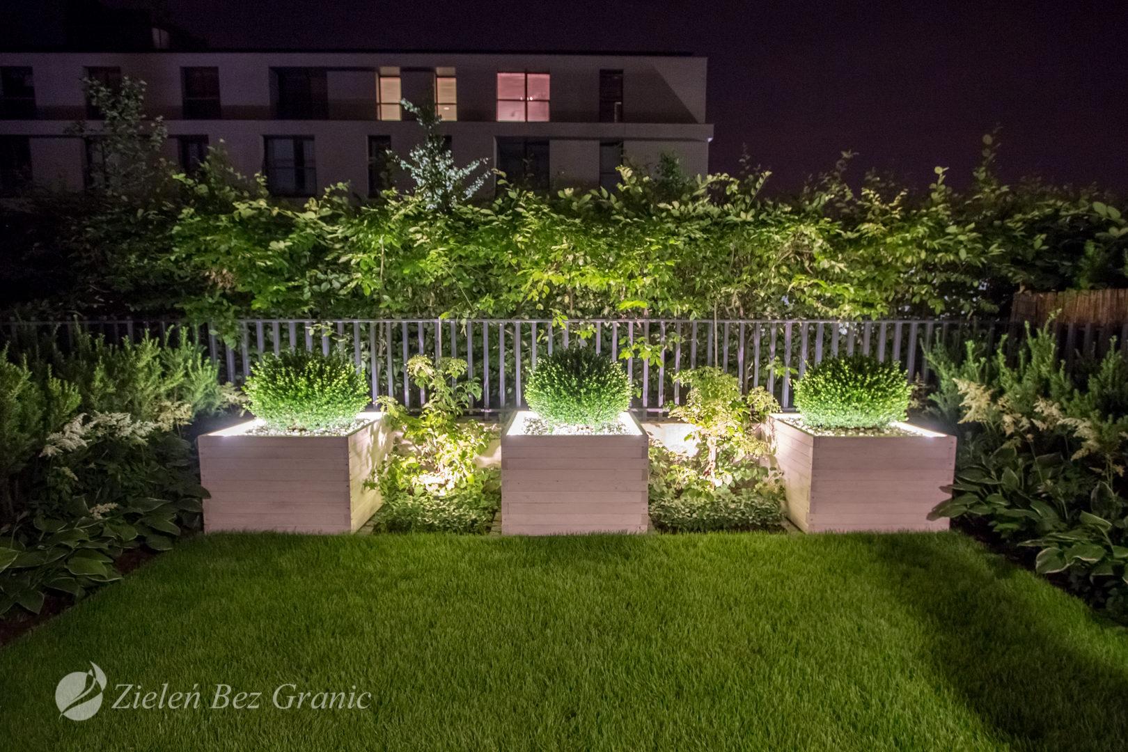 Nowoczesne oświetlenie ogrodu.