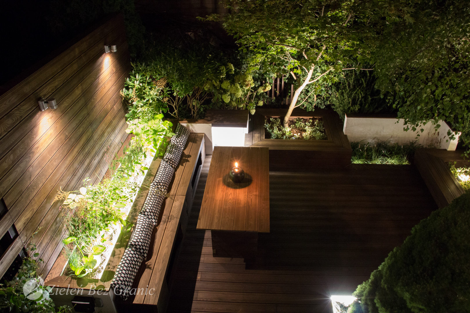 Romantyczne podświetlenie w nocy.