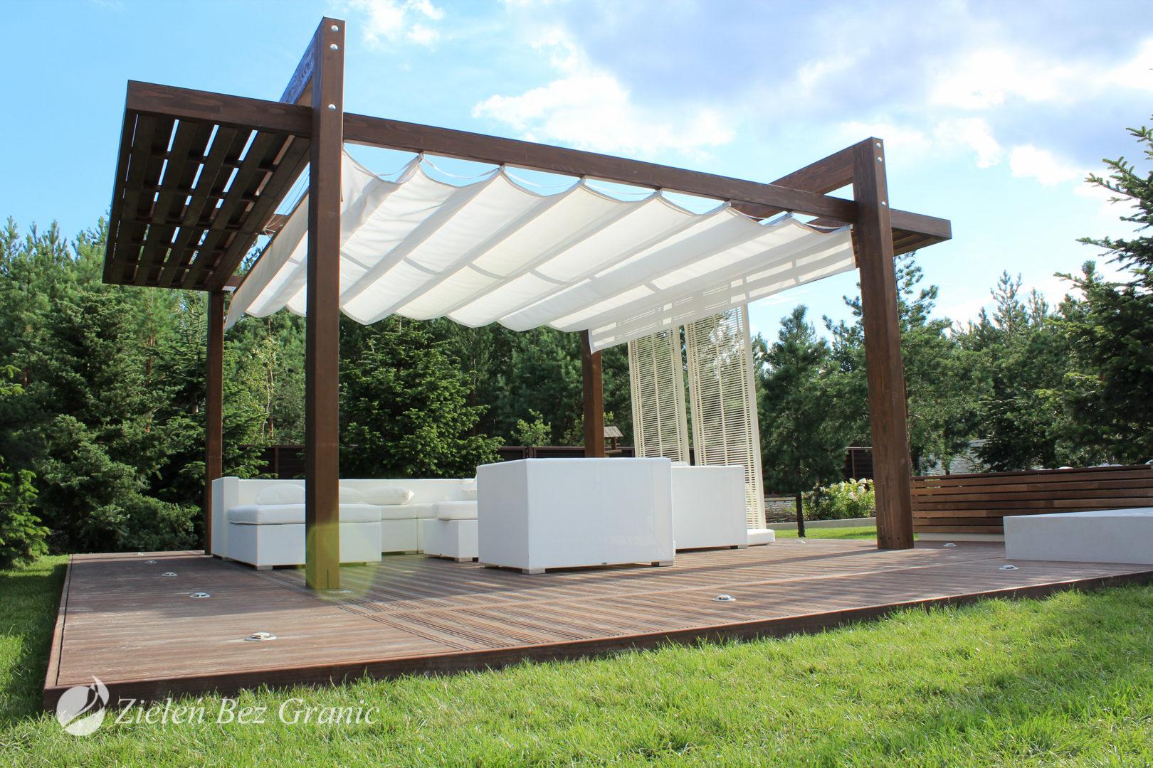 Nowoczesna pergola w minimalistycznym ogrodzie.