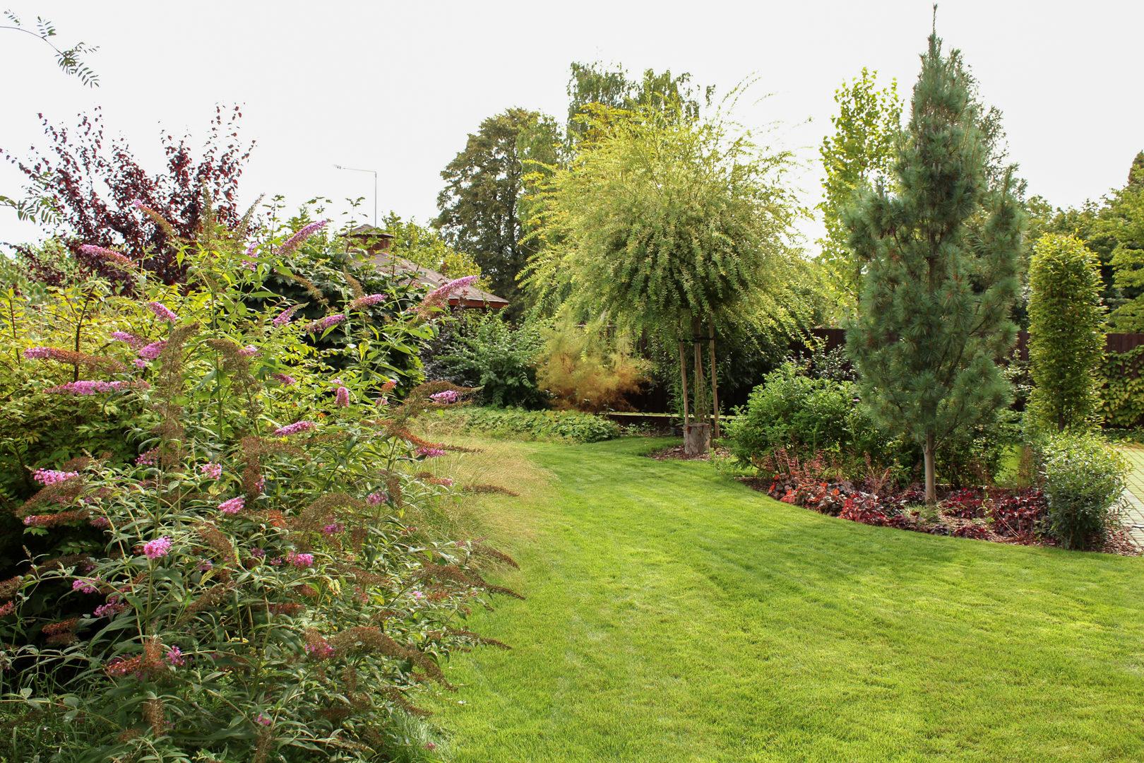 Ogród zaprojektowany w stylu klasycznym.