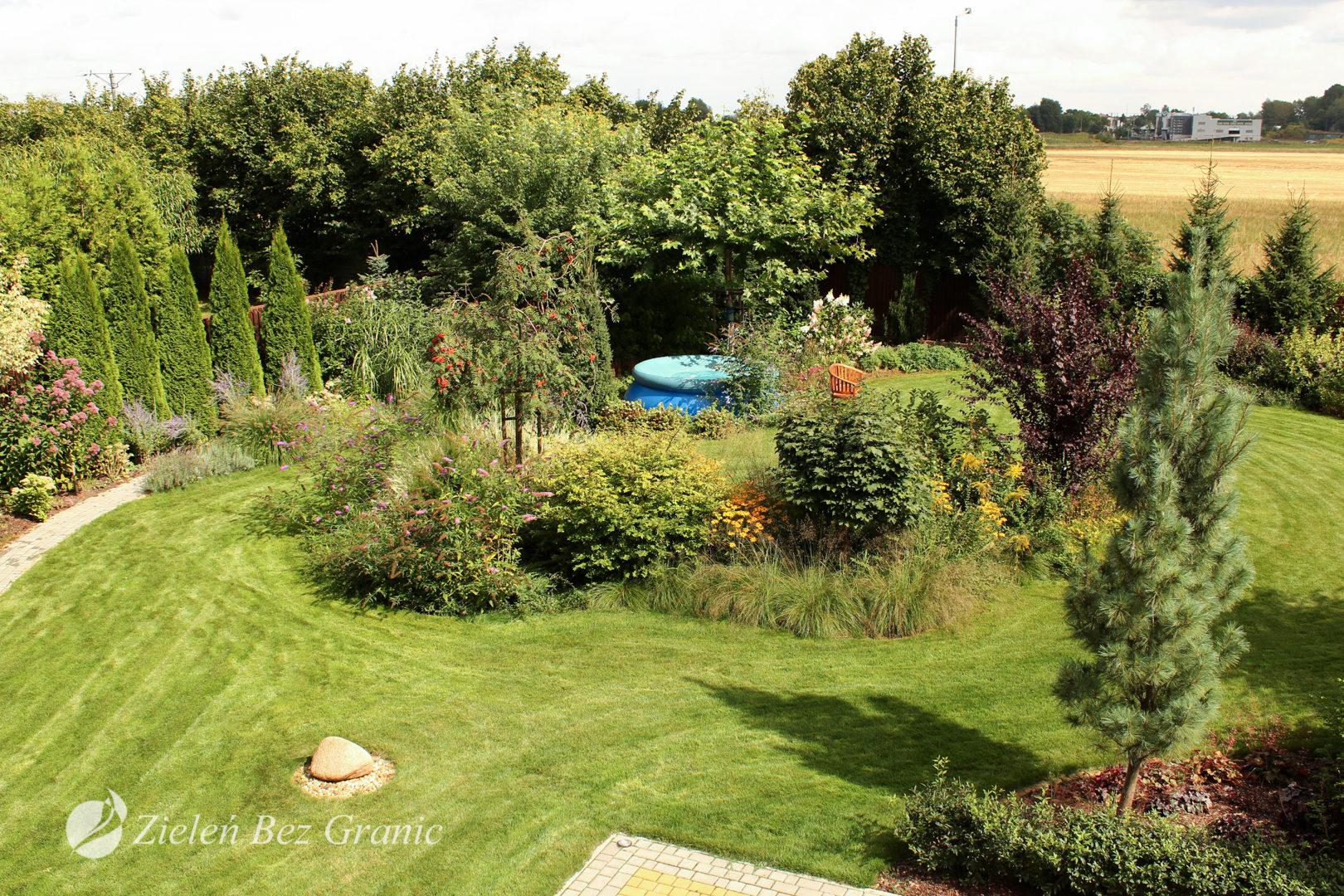 Różnorodne formy wypoczynku w ogrodzie.